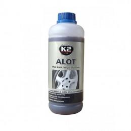ALOT K2 doskonale czyści koła oraz stalowe i aluminiowe felgi.